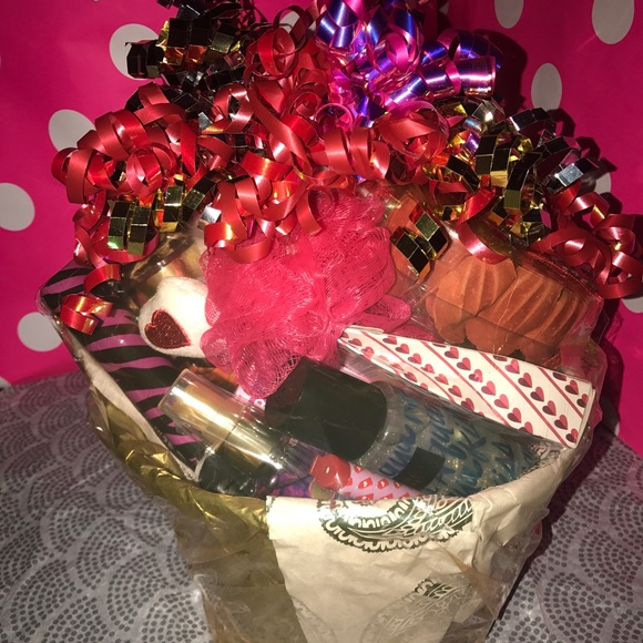 7a91489c60a20 Victoria's Secret Mother's Day Gift Basket NWT